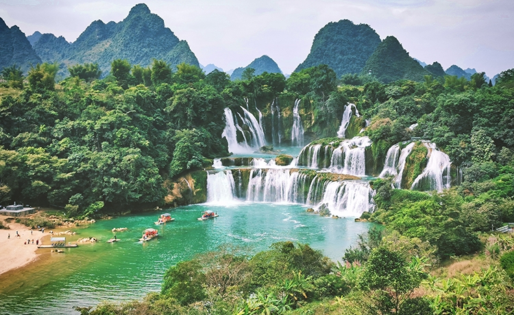广西德天跨国大瀑布5A景区